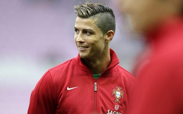 Cristiano Ronaldo Top Ten Hairstyles - Cr7 blonde hairstyle