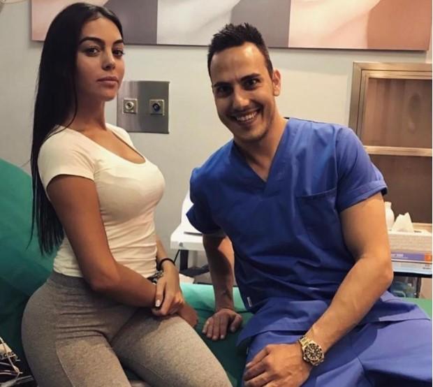 Ronaldo's girlfriend Georgina Rodriguez flashes further pregnancy rumors!